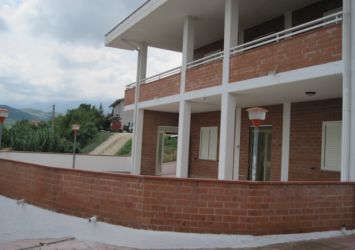 Appartamento con terreno a Roccafinadamo
